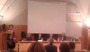 Elena Venini durant la lectura del document de reconeixement a Núria Borrell, que va ser aprovat per Assemblea.
