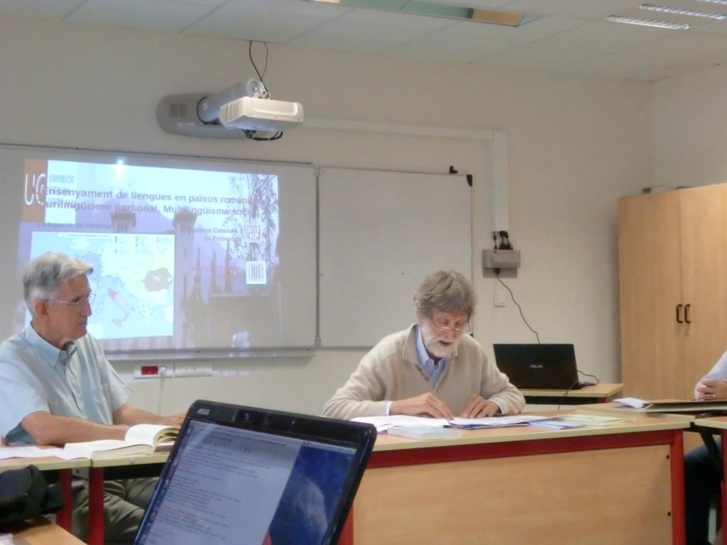 Tibert Stegman durant la seva presentació.  A l'esquerra Martí Teixidó